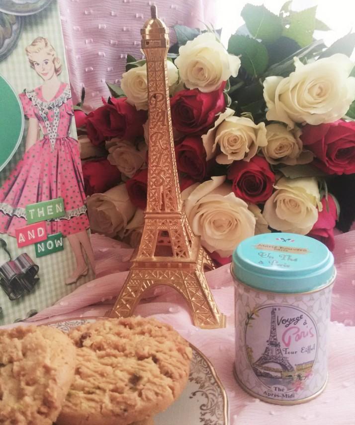 vintage retro cook book thé parisien Marie Bouvero Paris tour eiffel avis